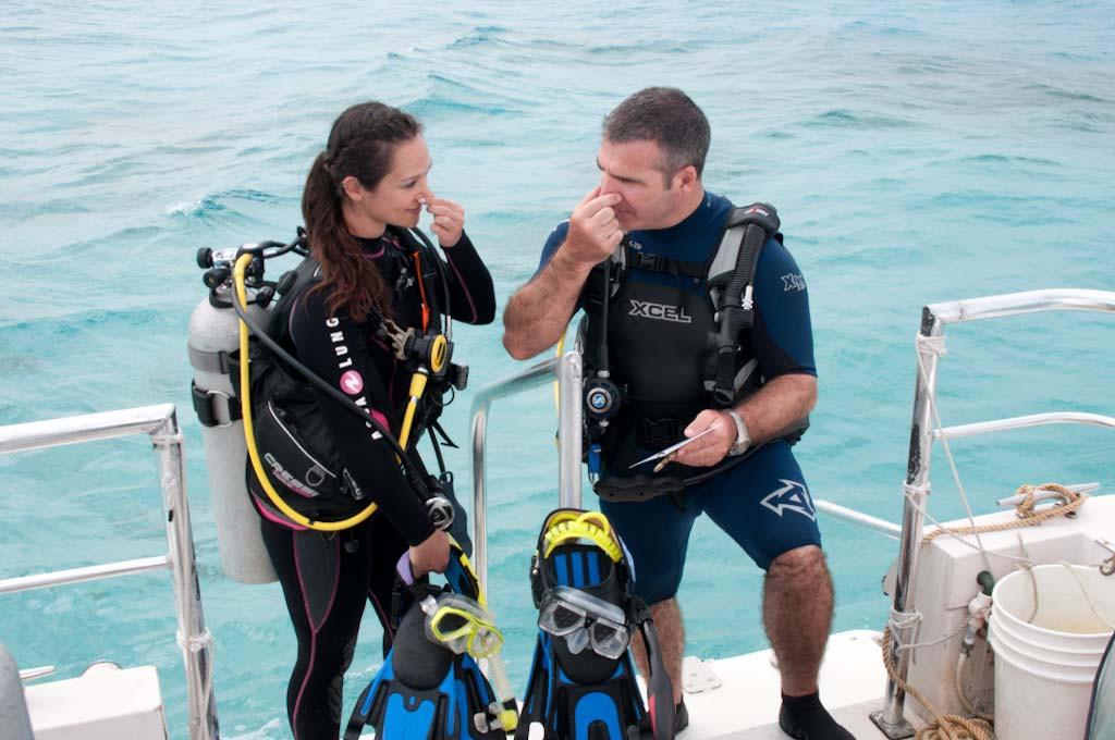 scuba-divers-equalizing-ears-1024x680